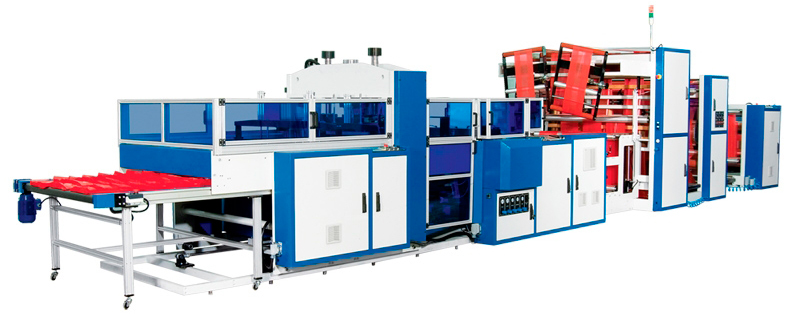 Máquina automática para bolsas camiseta con triple línea de producción.
