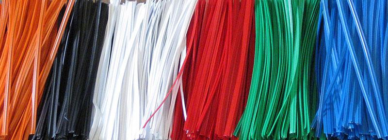 Tiras twist (twist bands) de colores para mascarillas quirúrgicas e higiénicas.