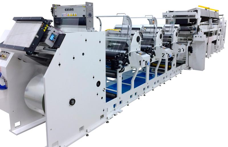La impresora flexográfica Phoenix In-Line puede ser equipada desde 2 a 12 unidades de impresión y es capaz de imprimir en materiales como el BOPP, PET, PVC, PE, aluminio, papel, cartón y laminados.